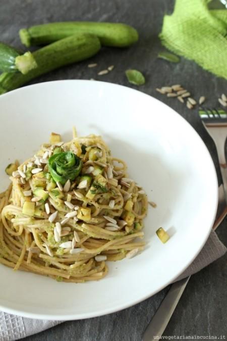 Spaghetti con crema di zucchine e capperi