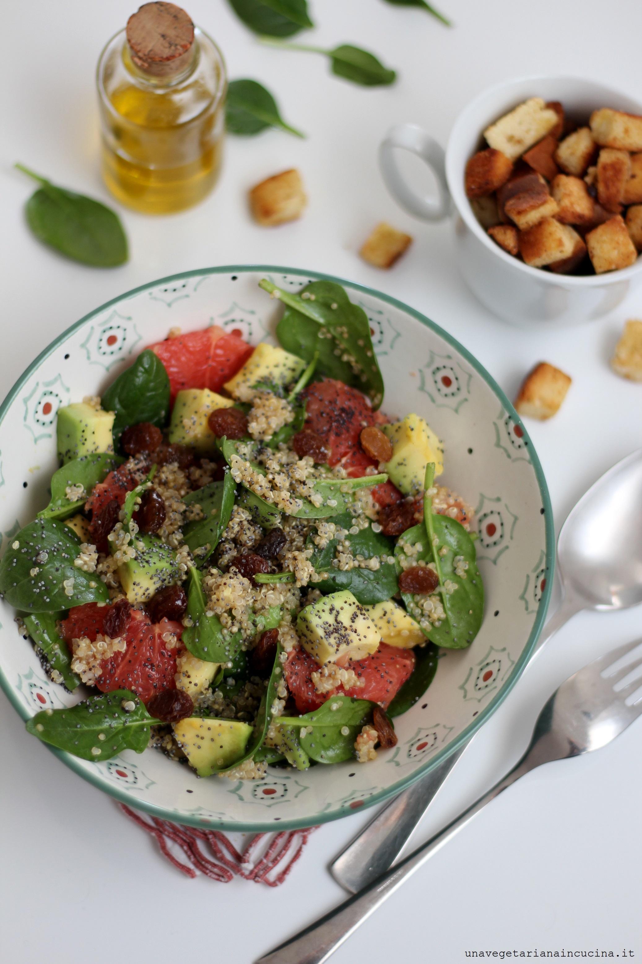 Insalata vegan quinoa spinacini
