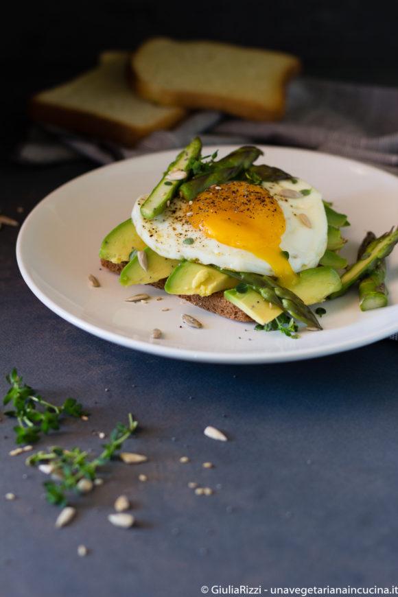 avocado toast asparagi
