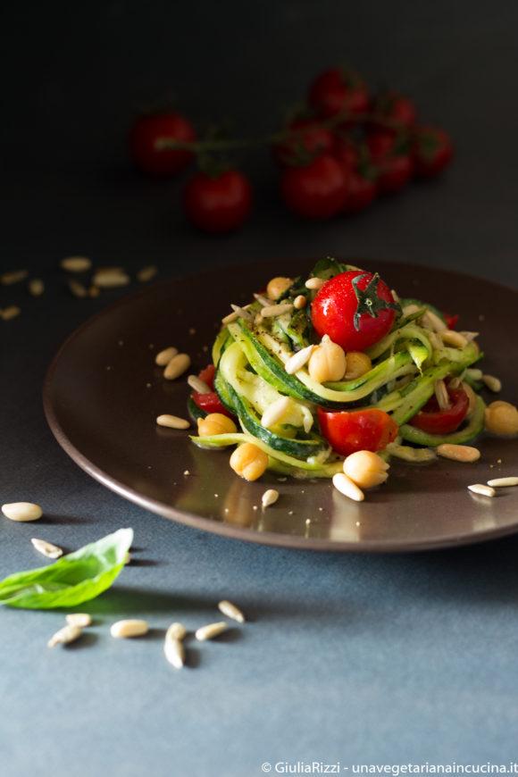 spaghetti zucchine marinati pomodori