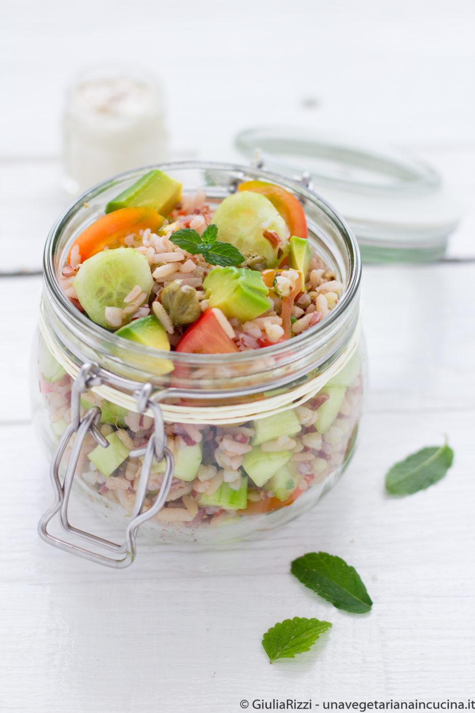 insalata riso verdure avocado vegan